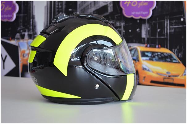 Max Verstappen shows off his new 2018 helmet design