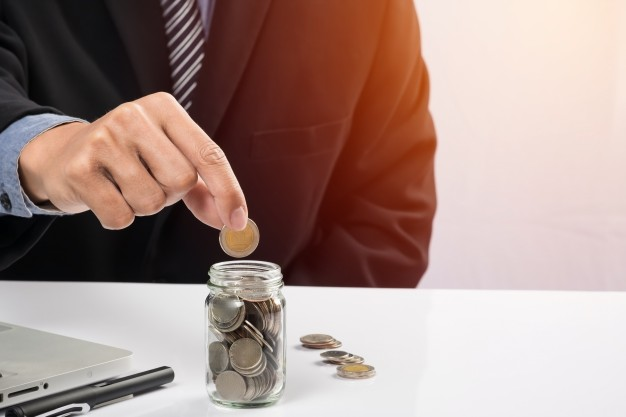 HOW TO SAVE MONEY WITH IMMIGRATION AGENT