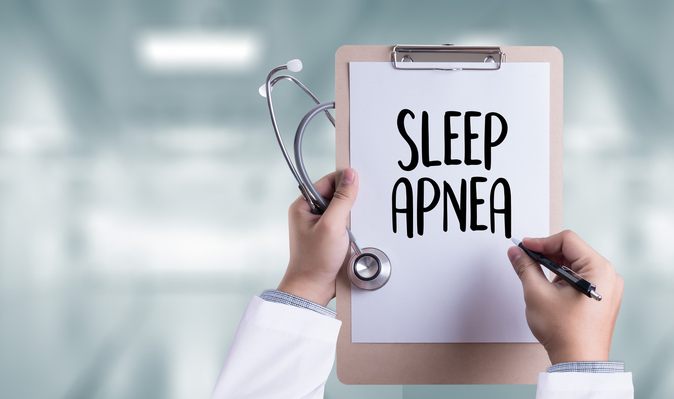 If you snore at night, you may suffer from sleep apnea: this is a sleep analysis and this is how it is treated